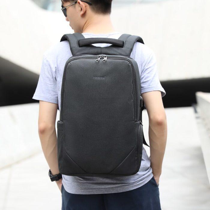 Рюкзак Tigernu на спине у юноши