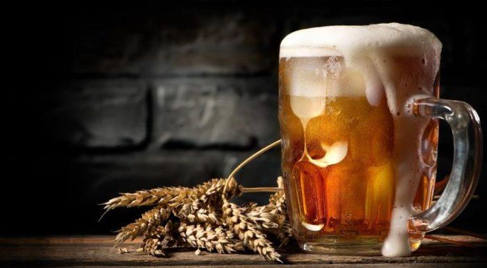 Пенное пиво в кружке