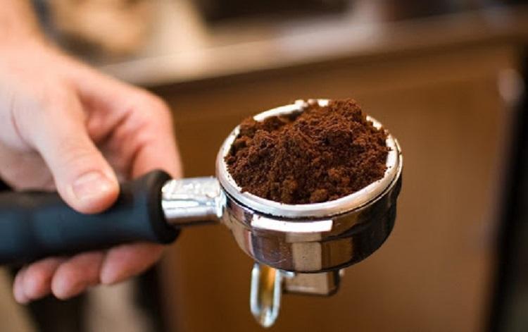 Молотый кофе в емкости для кофемашиины