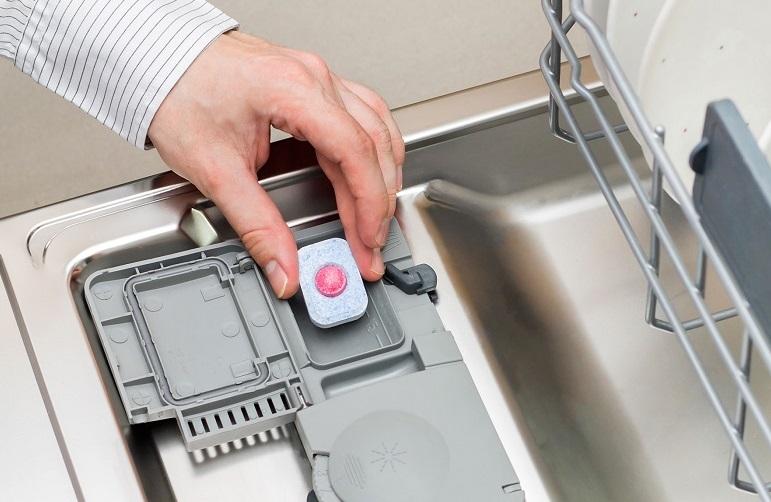Таблетка в посудомоечной машине