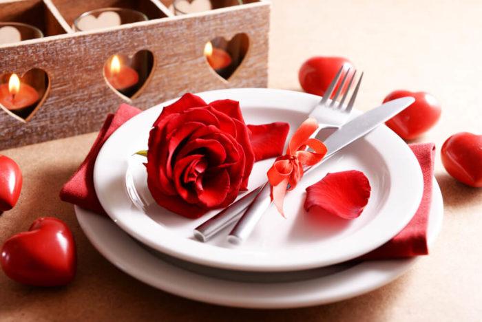 Тарелка с розой и сердечки