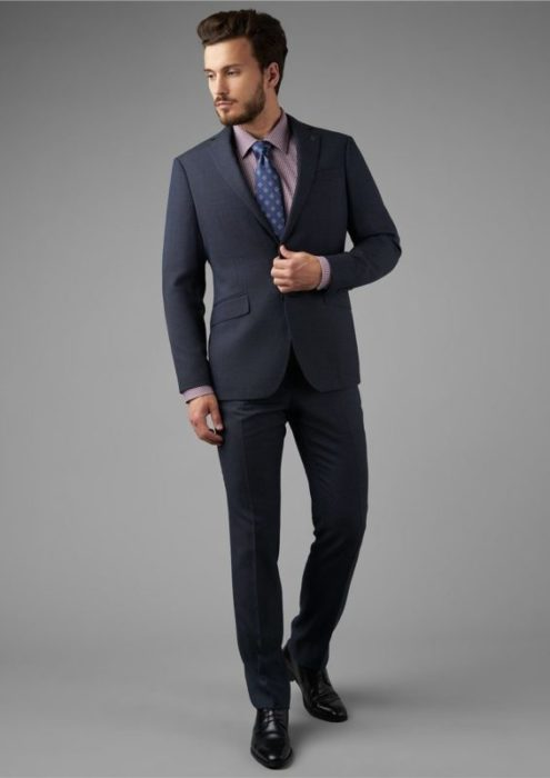 Мужчина в костюме Henderson