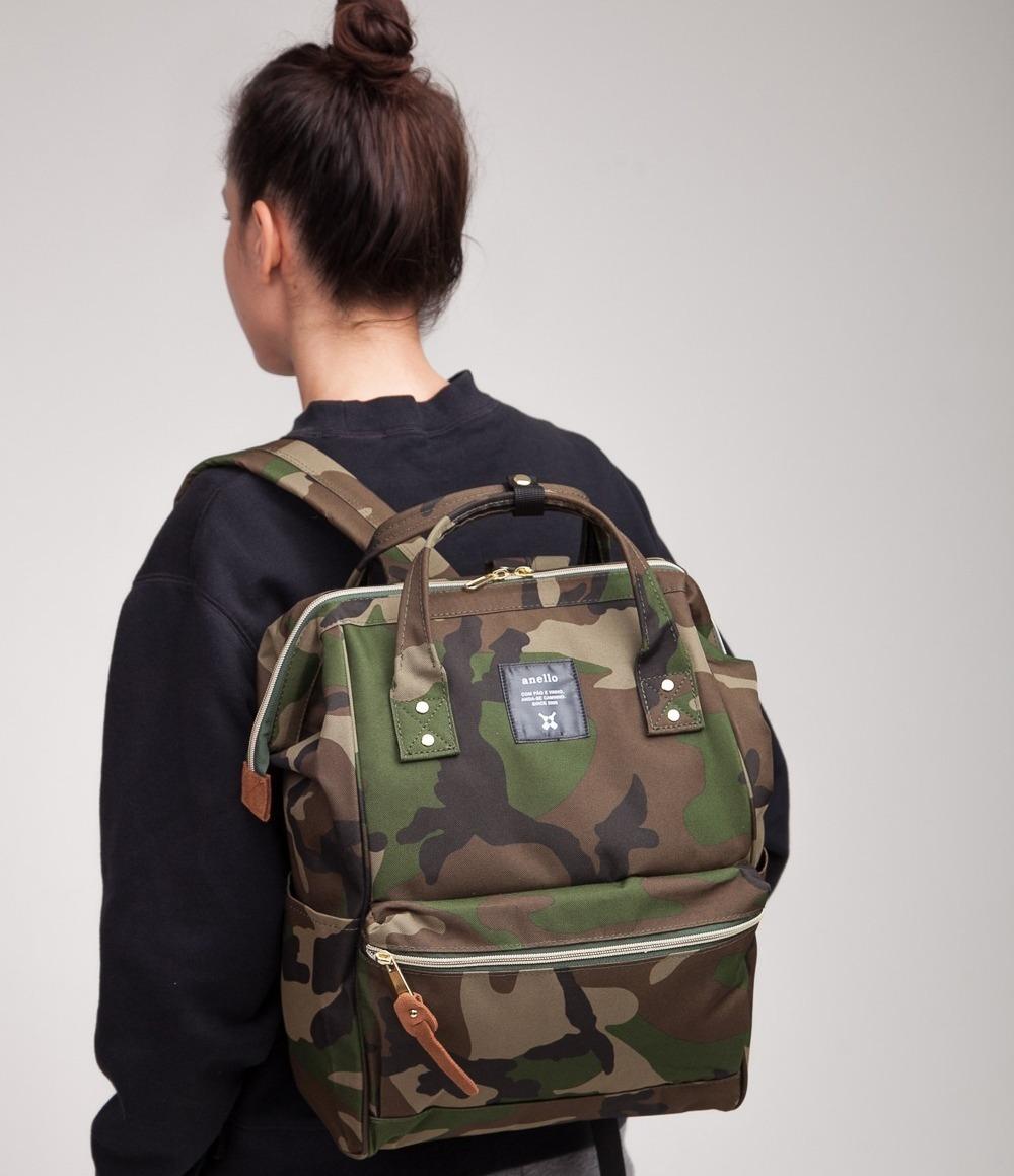 Девушка с рюкзаком Anello
