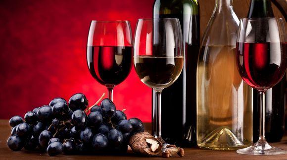 Красное вино ивиноград