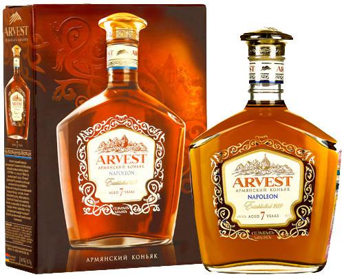 ARVEST в бутылке рядом с подарочной коробкой
