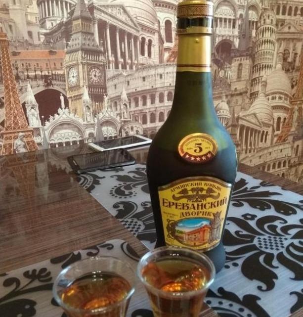 Бутылка «Ереванский дворик»