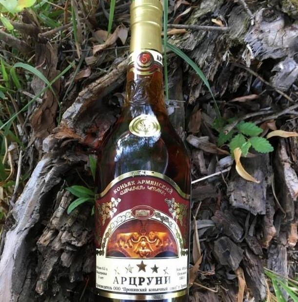 Бутылка «Арцруни» на коре